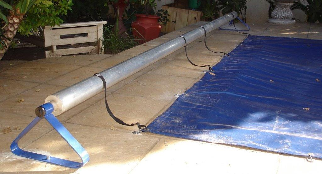Roll-up station for pool cover