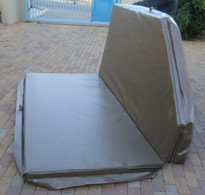 Jacuzzi cover with polystyrene